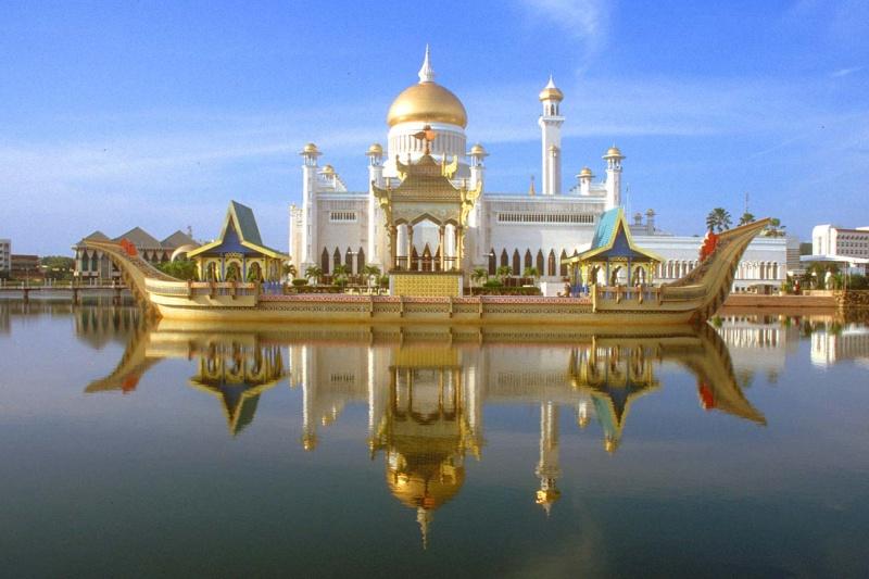 مسجد مصنوع بالذهب ادخل لترى و لن تصدق حيث الحقيقة تفوق الخيال 16051510.jpg